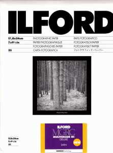 ILFORD MG V Deluxe 13x18/100 satyna
